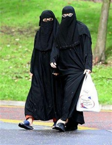 Muslim women shopping