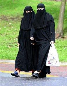 Muslim women shopping