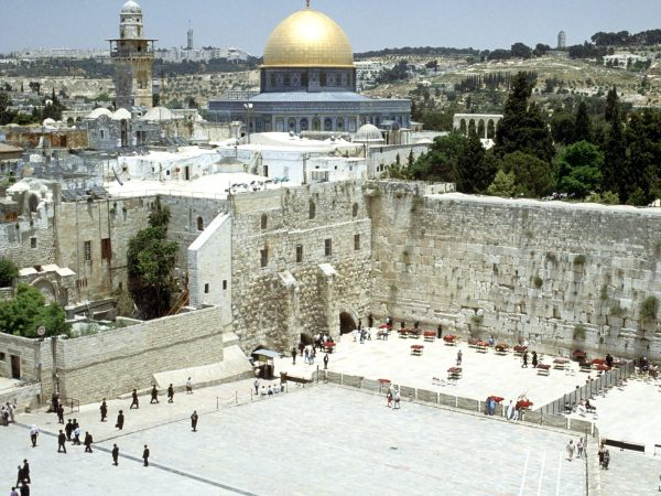 Western-Wall-And-Omar-Mosque-Jerusalem-Israel-1-1600x1200
